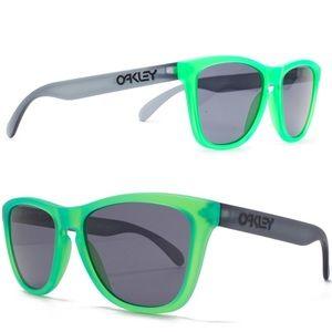 3b63eac137 Oakley Accessories - RARE🔥Oakley Frogskins Blacklight Green Sunglasses